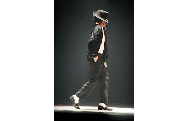 Michael Jackson, en train d'executer le Moonwalk